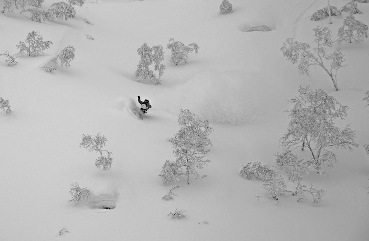 Michael enjoying powder surfing surfer style in goshiki onsen area
