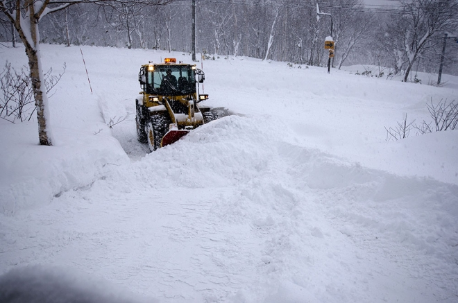 snow clearing in niseko