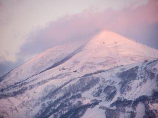 pink sunrise on niseko annupuri in mid-winter
